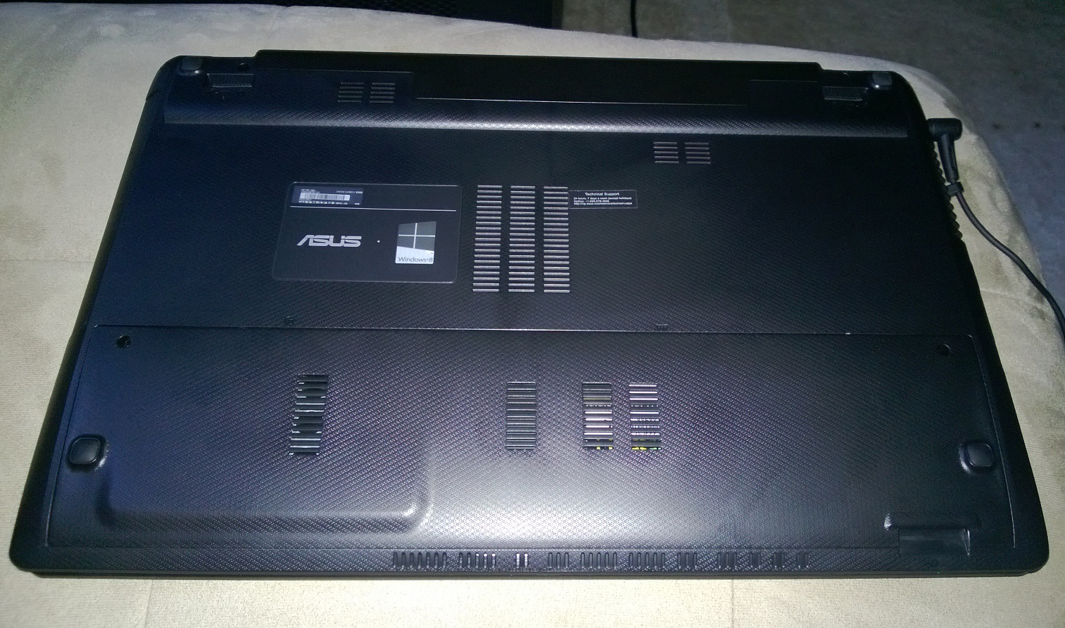 Asus X55U Notebook (Bottom)